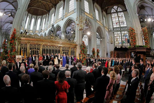 El flamante monarca, acompañado por Máxima, protagoniza la ceremonia de investidura frente a la presencia de delegaciones internacionales. Foto: Reuters