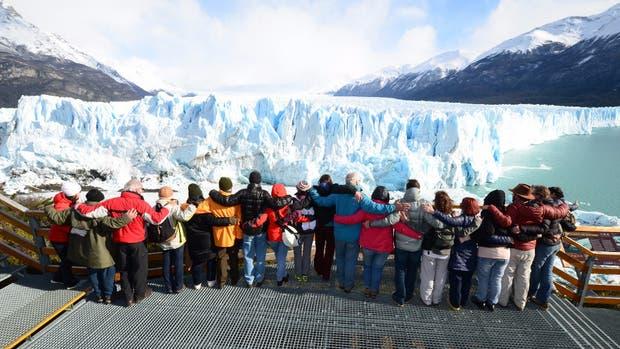 Se realizó un abrazo simbólico al glaciar Perito Moreno