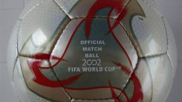 2002, Corea-Japón: para el primer Mundial de Asia, apostaron a un nuevo diseño; Fevernova, inspirada en las culturas orientales. Foto: Archivo