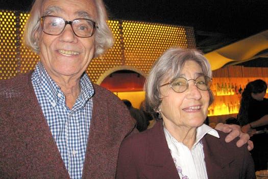 Junto a su esposa en una exposición en Buenos Aires. Foto: Archivo