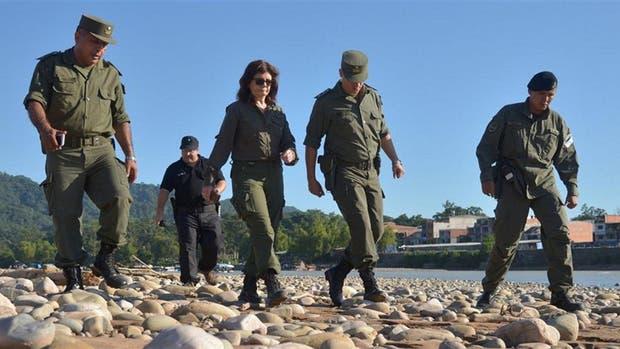 Patricia Bullrich, de patrulla con la Gendarmería en Aguas Blancas, Salta