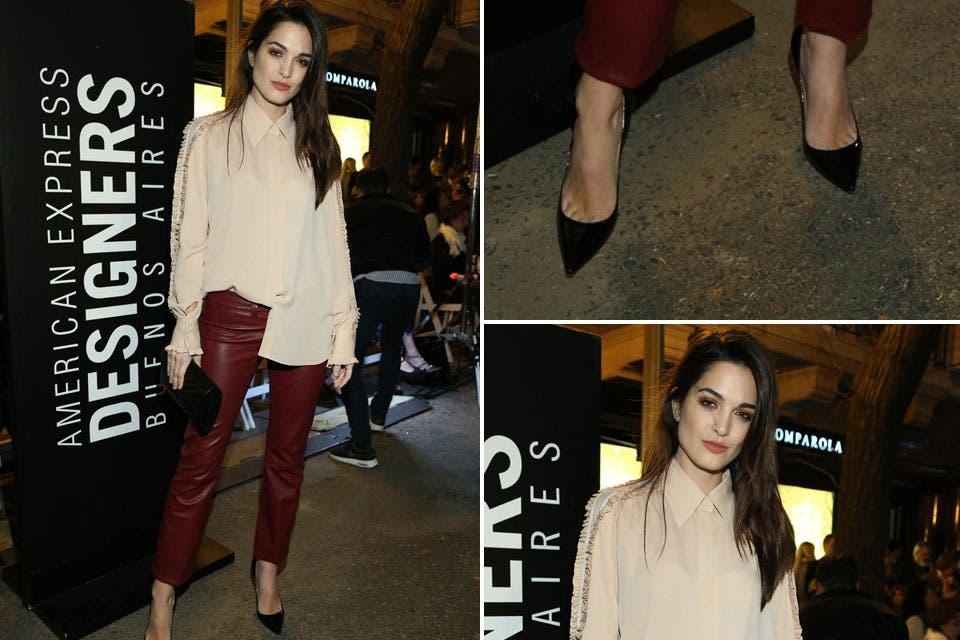 Blusa y pantalones engomados para Carla Moure que también dijo presente en el desfile de Evangelina Bomparola .