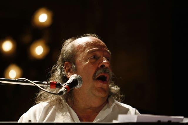 Con Pez, Nebbia vuelve a tocar clásicos de Los Gatos