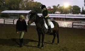Juana pudo retomar las clases de equitación sólo cuando le diagnosticaron la enfermedad