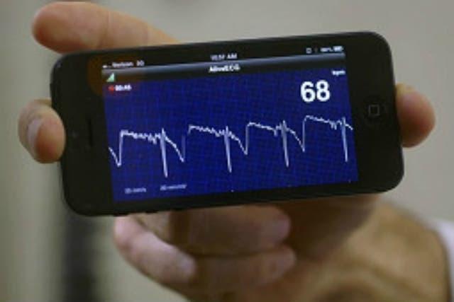 Apps que muestran el ritmo cardíaco o miden el nivel de glucosa son las últimas novedades en materia de salud-tecnológica