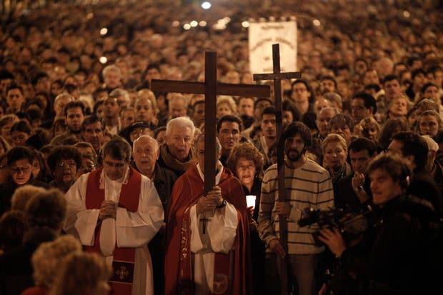 Una representación del Vía Crucis, en la Plaza de Mayo