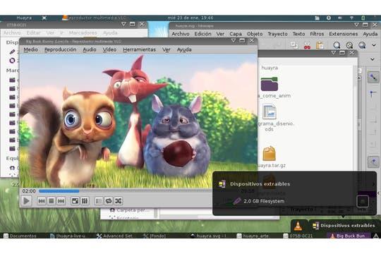 Diversas capturas de pantalla de la interfaz de Huayra, el sistema operativo basado en Linux desarrollado para las netbooks de Conectar Igualdad. Foto: Archivo