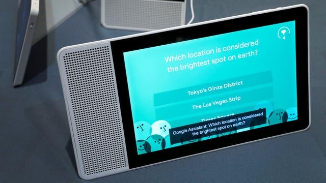 El panel en el stand de Lenovo en la CES. Funciona en modo retrato y apaisado