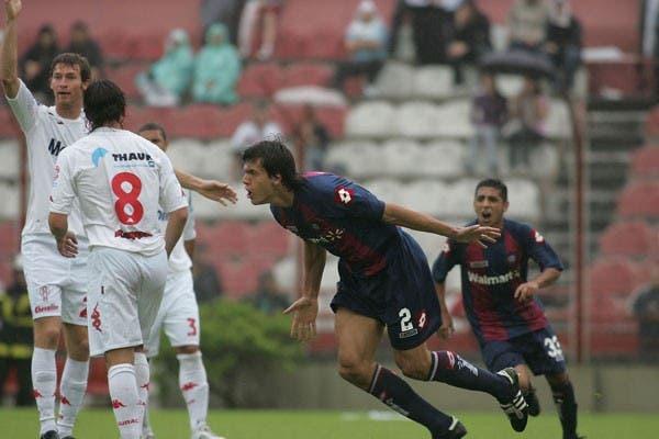 Civelli grita el gol mientras Bolatti pide offside