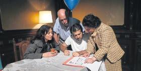 Andrea Garrote, Alberto Suárez, Rafael Spregelburd y Mónica Raiola, el magnífico elenco que da vida a un grupo de seres destruidos