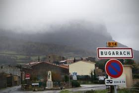Atrás del pueblo, el monte buscado por todos