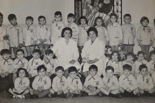 Jorge Lanata, en la escuela (arriba de la maestra)