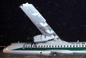 Un avión se despistó al aterrizar y 16 personas resultaron heridas