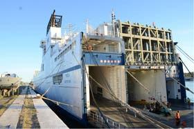 El buque Timca, eje de un polémico contrato del Ministerio de Defensa