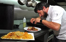 En 7 Cocinas, Pablo Del Río prepara unas mollejas cocidas al horno de barro