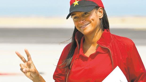 Autoridades europeas plantean dudas sobre si Isabel dos Santos recibe ayuda de Angola, país presidido por su padre.