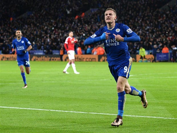 Hasta la mascota de Leicester festeja el gol agónico de Ulloa contra Norwich