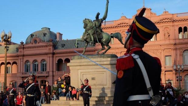 La cuatodia de Macri, sus familiares directos y la Casa de Gobierno pasa a depender de la Casa Militar