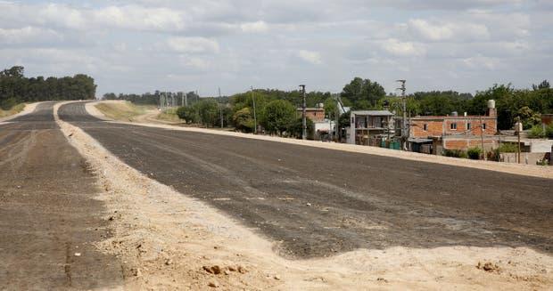 La traza de la Autopista Perón, en el partido bonaerense de Merlo