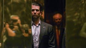 El hijo mayor de Trump pone en problemas a su papá por culpa de una abogada rusa
