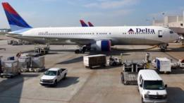 Un vuelo de Delta tuvo que regresar al aeropuerto de Seattle tras el intento frustrado de un pasajero de abrir una puerta de emergencia.