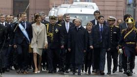 Macri y sus ministros, en la Plaza de Mayo