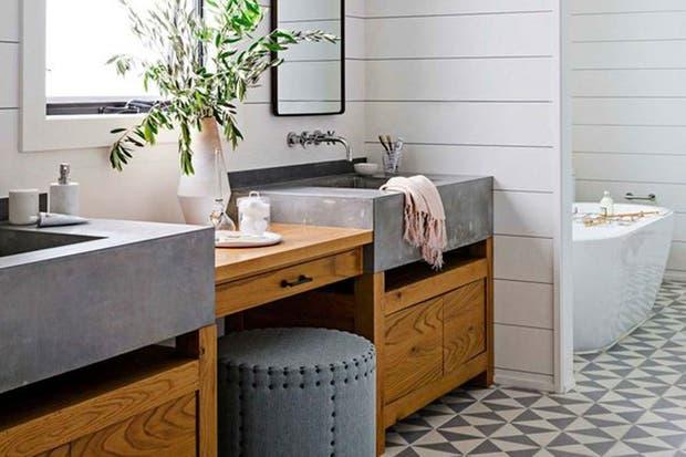 Bien rústico. Muebles de madera con piletas de cemento.  /Housebeautiful.com