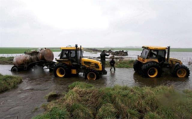 El mal estado de los caminos rurales afecta a los tamberos y fue tema de la agenda