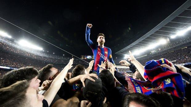 Messi, la inmensidad del Camp Nou y el afecto de la gente