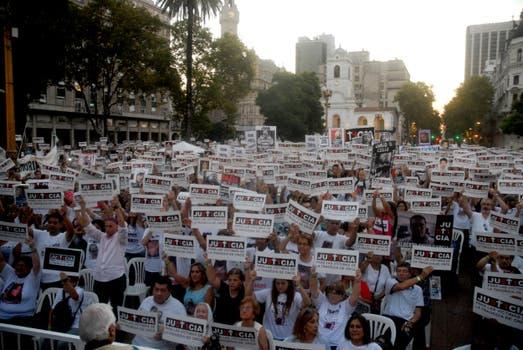 Familiares de las víctimas recuerdan a los fallecidos en la tragedia en una multitudinaria marcha. Foto: Archivo