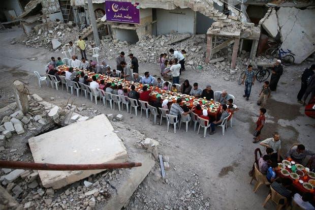 En medio de la destrucción, una pausa por el Ramadán en Douma, Siria