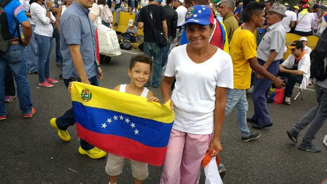 Mathias, de 7 años, participó de su primera marcha