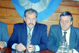 Una foto antigua de Arnold (izq.) junto a Néstor Kirchner