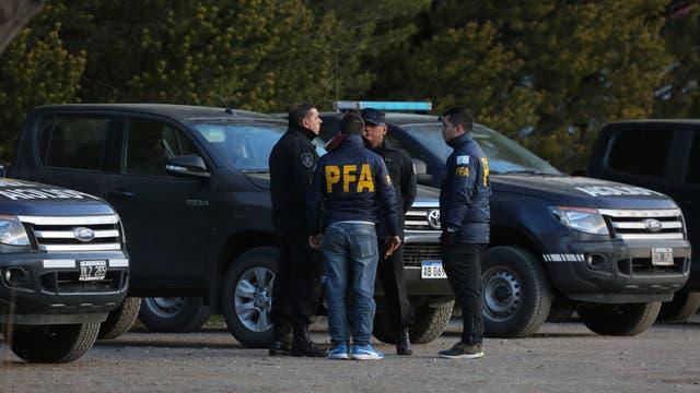 A 40 días de iniciada la búsqueda de Santiago Maldonado, los investigadores encargados de determinar su paradero han redireccionado la pesquisa para indagar de lleno sobre la presunta responsabilidad de efectivos de la Gendarmería en su desaparición