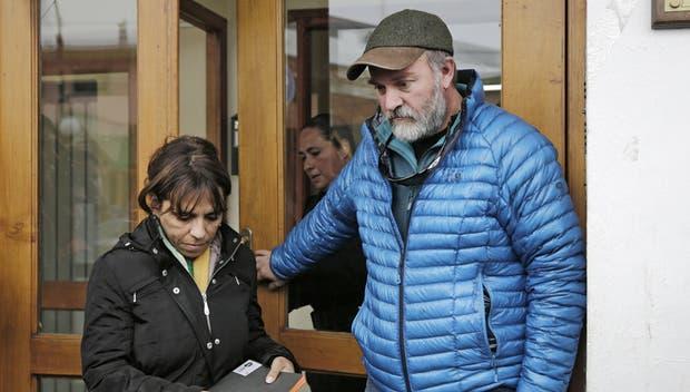 Sergio Maldonado y su abogada, Heredia, al salir de una reunión con el juez Lleral unas semanas atrás