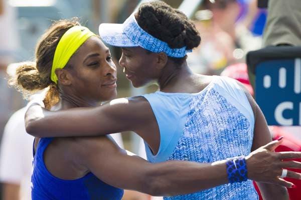 Venus y Serena, en pleno saludo