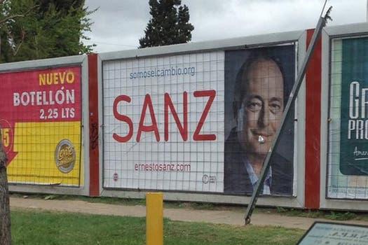 Sanz desplegó una fuerte campaña de carteles en la vía pública. Foto: Twitter