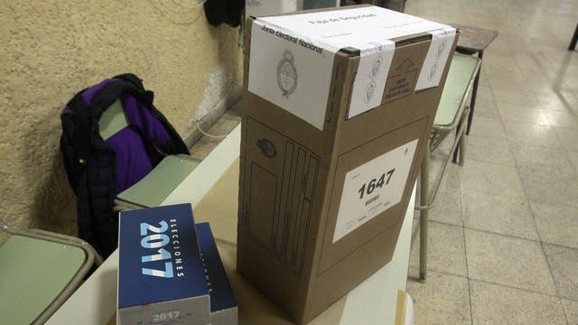 Las urnas esperan a los votantes de La Boca. Foto: LA NACION / Carlos Greco