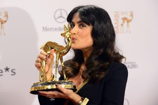 En Alemania, Salma Hayek recibió el premio Bambi en la categoría de Cine Internacional por su larga trayectoria en la industria cinematográfica. Foto: AFP
