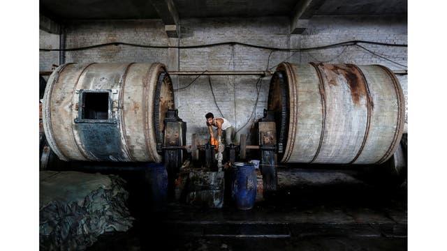 Una curtiembre en una zona industrial en Kanpur