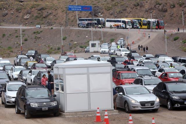 Las colas de autos en la frontera