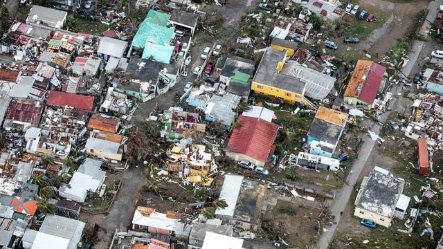 Graves destrozos en las casas en Saint Martin