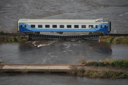 El vagón chino pertenece a la empresa Trenes Argentinos. Foto: Bomberos Voluntarios de Alberti