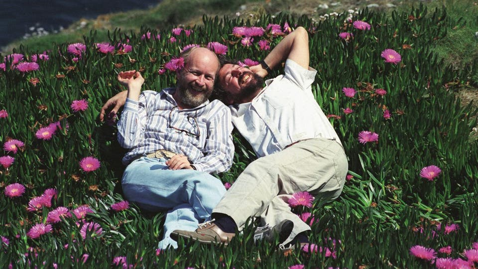 Marcos y Carlitos, en el Cabo Vivio, en Asturias (1990), disfrutando de gratos momentos juntos. Foto: gentileza Planeta