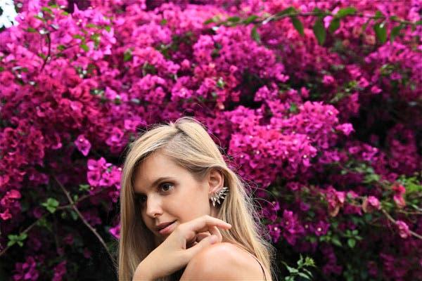 La blogger Jessica Stein, también usando un earcuff de media oreja. Foto: www.tuulavintage.com