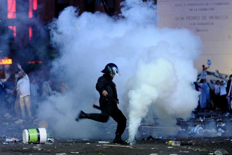 Caos y serios disturbios en el Obelisco, tras la final del Mundial. Foto: DyN