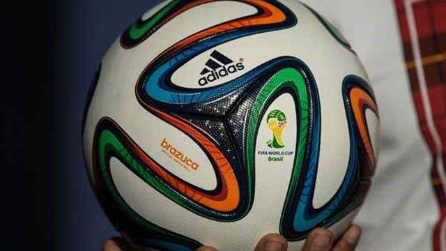 2014 Brasil: la brazuca trae una nueva configuración de paneles, coloridos detalles basados en el logo del evento y un diseño con la constelación de estrellas presentes en la bandera brasileña. Foto: Archivo