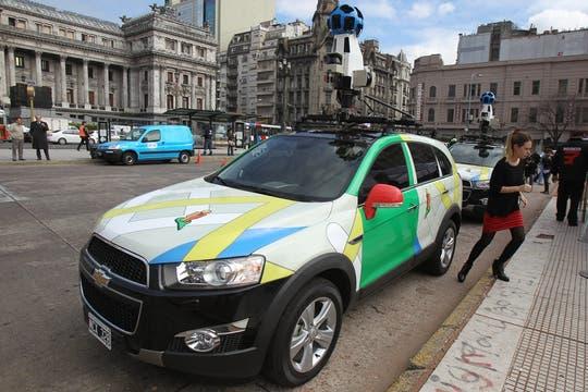 Así son los autos de Google que toman las imágenes de la ciudad. Foto: EFE