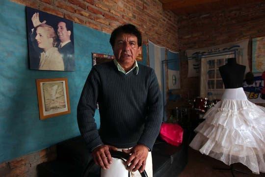 """Ernesto """"Jote"""" Figueroa en su casa en Cutral Có. Foto: LA NACION / Santiago Hafford"""