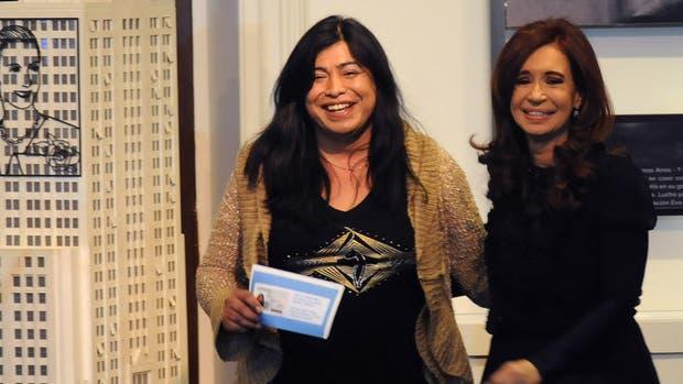 En 2012, Diana Sacayán recibió su nuevo DNI de la mano de Cristina Kirchner